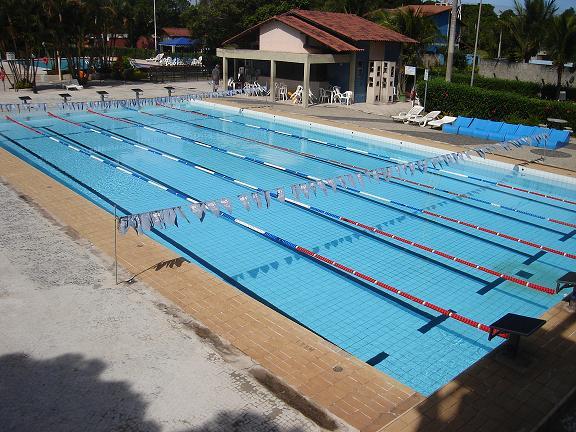 Piscina em alvenaria revestida internamente com azulejos for Metros piscina olimpica